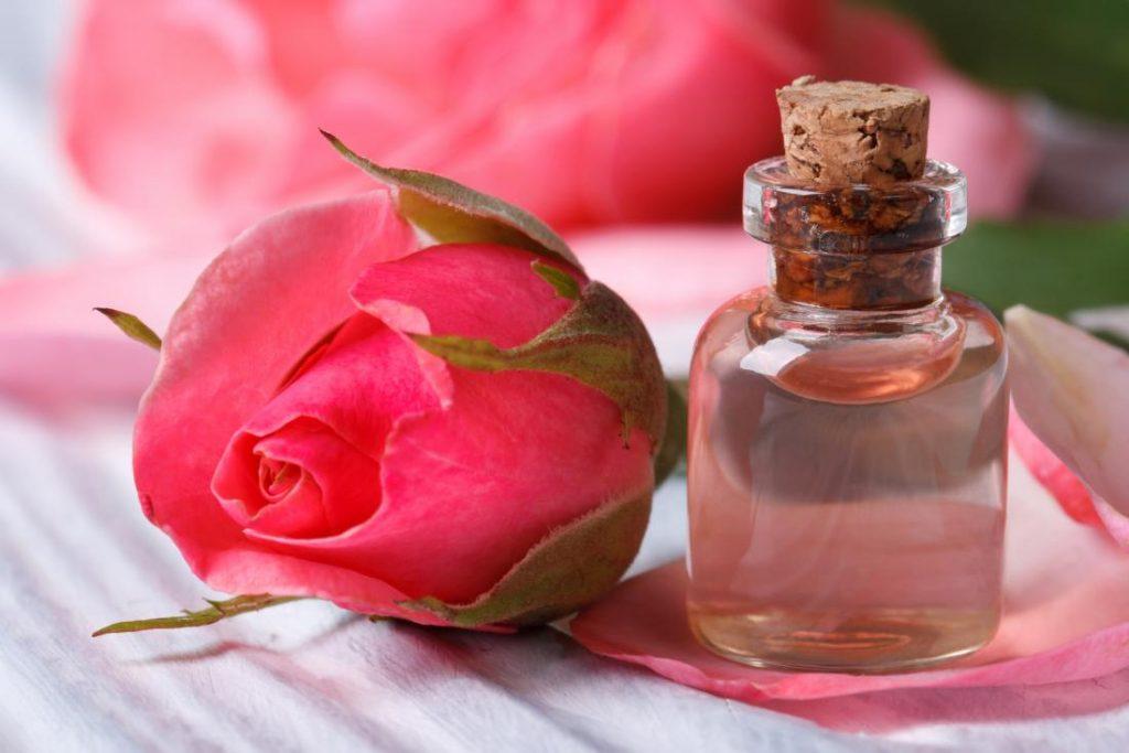 وصفة ماء الورد السحرية لعلاج مشاكل البشرة الدهنية