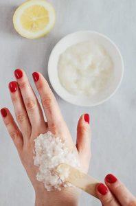وصفة الزبادي وماء الورد لترطيب اليدين بسهولة