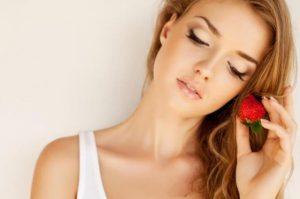 وصفة الفراولة وزيت جوز الهند لعلاج تساقط الشعر