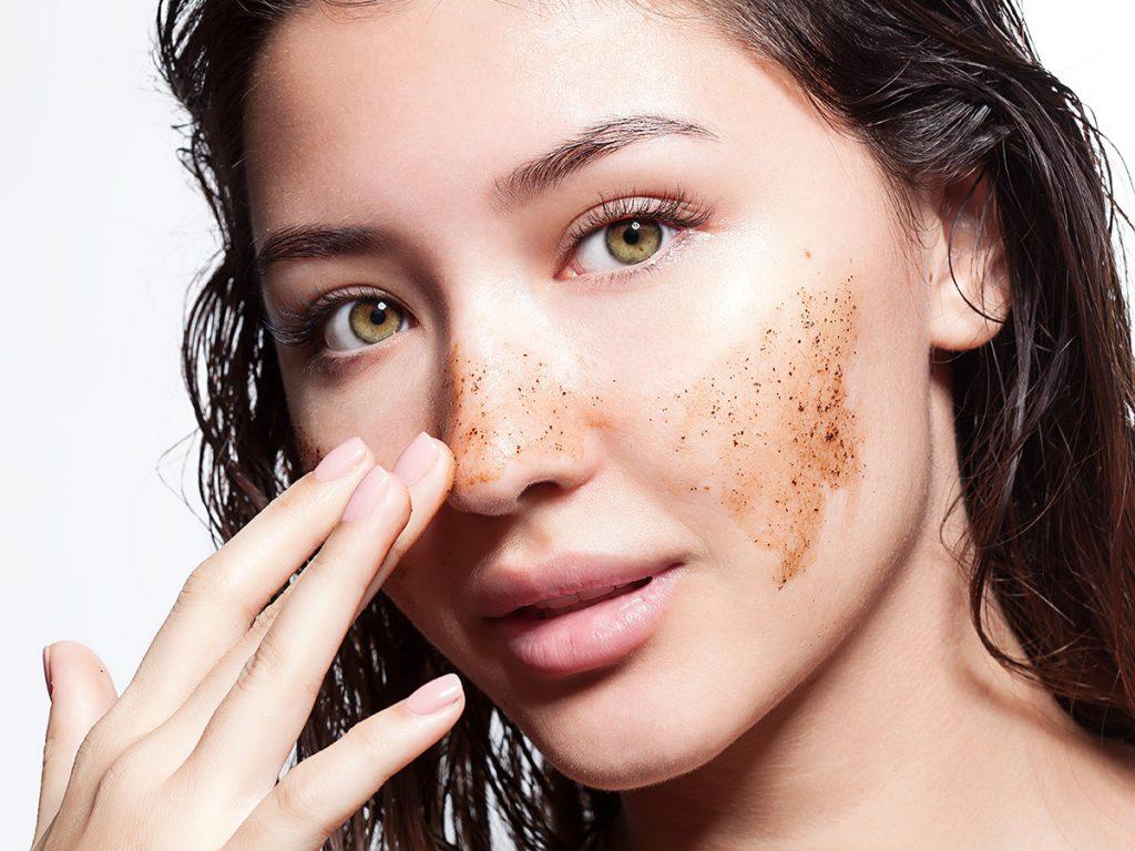 مقشر طبيعي للتخلص من الجلد الميت وتنعيم الجسم