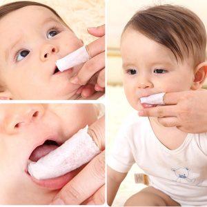 الطريقة الصحيحة لتنظيف فم الرضيع
