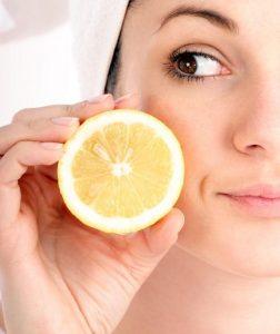 ماسك عصير الليمون والحليب لتفتيح البشرة بشكل ملحوظ