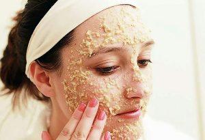 ماسك الشوفان والعسل لترطيب البشرة الحساسة والجافة