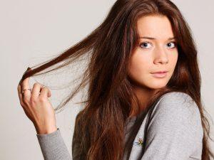 ماسك القهوة والعسل لعلاج تقصف الشعر في شهر