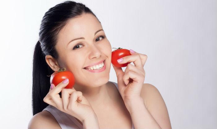 ماسك الطماطم لتفتيح وترطيب جميع أنواع البشرة