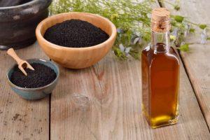 وصفة زيت حبة البركة لعلاج جميع مشاكل الشعر الدهني والتخلص من القشرة