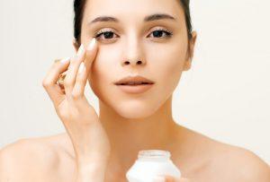 ماسك جل الألوفيرا والخيار لتغذية وترطيب منطقة حول العين