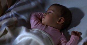علشان ماتقلقيش.. اعرفي عدد ساعات نوم طفلك من عمر يوم لـ 3 سنوات