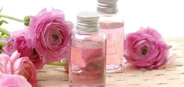 لبشرة مشرقة.. تعرفي على أهمية زيت ماء الورد