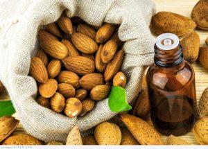 زيت اللوز الحلو مع الموز والعسل لعلاج تساقط الشعر