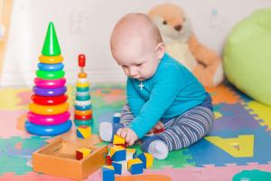 4 طرق بسيطة تنمي مهارات طفلك.. تعرفي عليها