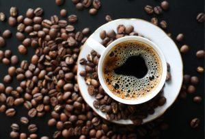 تعرف على عدد أكواب القهوة المسموح بها يوميا.. فوائد وأضرار