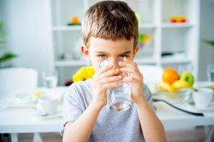 تعرفي على أهمية وفوائد شرب المياه للأطفال