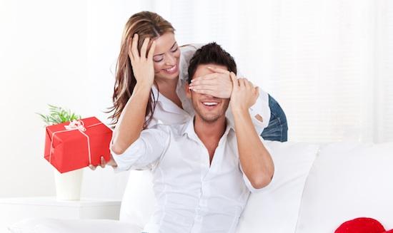 أفضل 10 هدايا يفضلها الرجال في عيد الحب