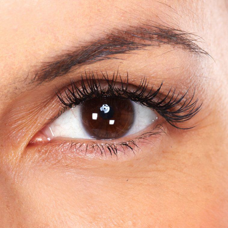 4 وصفات طبيعية للتخلص من تجاعيد العينين