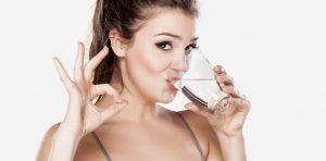 8 فوائد لشرب الماء على بشرتك.. تعرفي عليها