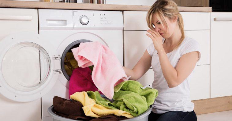 6 نصائح للتخلص من رائحة الملابس الكريهة بعد الغسيل.. تعرفي عليها