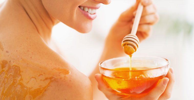 6 فوائد للعسل في تجميل بشرتك.. تعرفي عليها