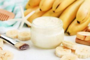 ماسك الموز وزيت جوز الهند لترطيب البشرة وتنعيمها