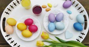 طريقة تلوين بيض شم النسيم بمكونات طبيعية من مطبخك