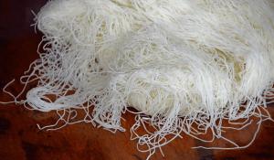 طريقة عمل عجينة الكنافة في البيت مثل المحلات