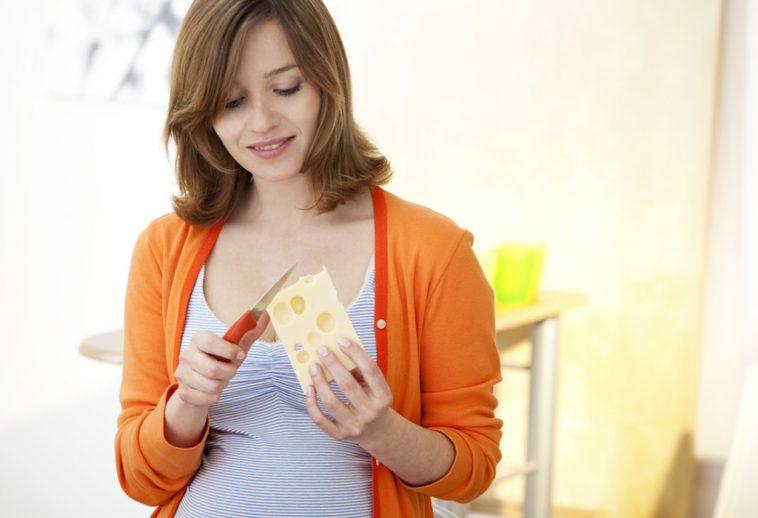 سبب اشتهاء الحامل لتناول الجبن بكثرة