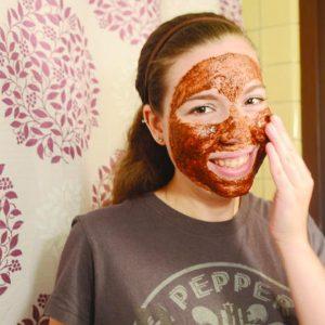 ماسك القرفة لترطيب البشرة الجافة والتخلص من علامات التجاعيد