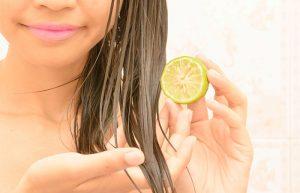 الليمون لتفتيح لون الشعر طبيعيًا